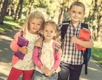 Kleine leerlingen status royalty-vrije stock foto