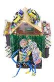 Kleine Leute haben das elektronische Haus konstruiert lizenzfreie stockfotos