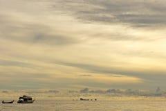 Kleine Lieferung am Sonnenunterganghimmel Stockfoto