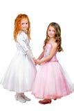 Kleine Mädchen in den hübschen Kleidern Stockfotos
