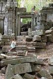 Kleine Mädchen in den Tempelruinen Lizenzfreies Stockbild