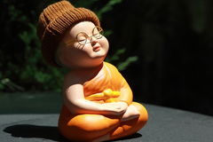 Kleine Mönch-Porcelain-Puppe Stockbilder