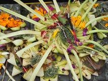Kleine manden van blad, canang Sari, om de Goden in Bali te eren royalty-vrije stock foto's