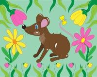 Kleine Maus in einem Gras mit Blumen stockbilder