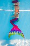 Kleine Meerjungfrau Unterwasser Stockbild