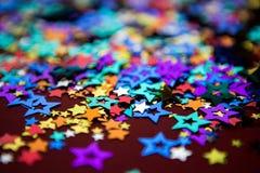 Kleine mehrfarbige Sterne Stockbild