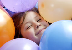 kleine Meisje en ballons Royalty-vrije Stock Afbeeldingen