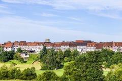 Kleine mittelalterliche Stadt Walsdorf mit Front von Scheunen lizenzfreies stockfoto