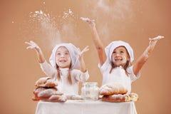 Kleine nette Bäcker stockbilder