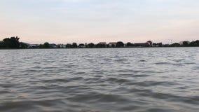 Kleine Oberflächenwelle des Wassers stock video footage