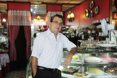 Kleine onderneming: eigenaar van een koffie Stock Fotografie