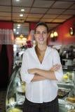 Kleine onderneming: vrouwelijke eigenaar van een koffie Royalty-vrije Stock Foto's