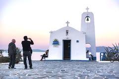 Kleine orthodoxe kapel gewijd aan St Nikolaos Rafina, Griekenland stock afbeeldingen
