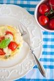 Kleine pastei met Brie en tomaten Royalty-vrije Stock Fotografie