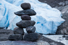 Kleine Person formte Steinhaufen nahen Bärn-Gletscher, Kanada Lizenzfreie Stockbilder