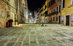 Kleine piazza van Venetië bij nacht Stock Afbeeldingen