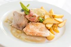 Kleine plaat van gastronomisch voedsel bij huwelijk stock afbeelding