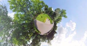 Kleine Planetenstatue des Mädchens stock footage