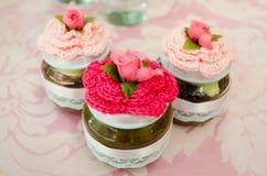Kleine potten van eigengemaakt snoepje als partijherinnering Royalty-vrije Stock Afbeelding