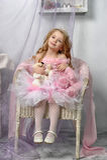 Kleine Prinzessin im Rosa Stockfotografie