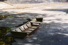 Kleine rijboot Royalty-vrije Stock Afbeeldingen