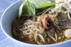 Kleine rijstnoedel in dikke soep met rundvlees Royalty-vrije Stock Fotografie