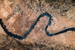 Kleine rivier en bruine moerassen, satellietbeeld royalty-vrije stock foto