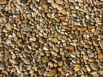 Kleine rivier overzeese stenen De zomerachtergrond kleurrijke matrerial kiezelsteensteen Royalty-vrije Stock Fotografie