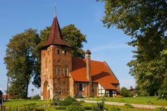 Kleine rode baksteenkerk   Stock Afbeelding