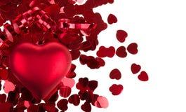 Kleine rode confettien en grote harten op witte achtergrond Stock Afbeeldingen