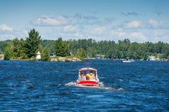 Kleine rode sleepboot Stock Foto's