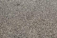 Kleine runde Schwarzweiss-Körner, die eine vertikale Wandoberfläche gesehen in der Perspektive umfassen Lizenzfreies Stockfoto