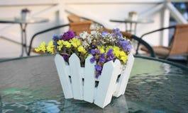 Kleine schöne Blumen Ikebana Lizenzfreies Stockbild