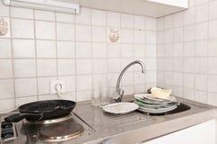 Kleine schmutzige Küche Stockfoto