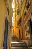 Kleine Schrittstraße in Korfu lizenzfreies stockfoto