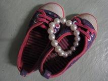 Kleine Schuhe Stockbilder