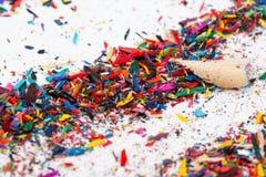 Kleine spaanders van kleurenpotloden Royalty-vrije Stock Foto's