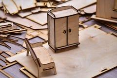 Kleine Spielzeugmöbel Stockbilder