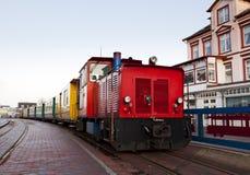 Kleine spoorweg bij centrale post Borkum Stock Afbeeldingen