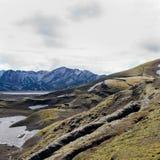 Kleine Sprünge in der isländischen Landschaft Stockfotografie