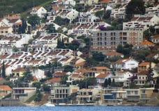 Kleine stad op een kust royalty-vrije stock foto's
