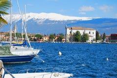 Kleine stad op meer Garda. Royalty-vrije Stock Afbeelding
