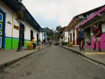 kleine stad van vele kleuren en liefdes stock afbeelding