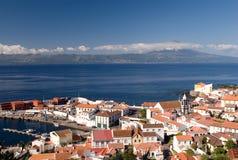 Kleine Stadt auf Küste lizenzfreies stockfoto