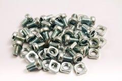 Kleine Stahlmuttern - und - Schrauben Stockbild