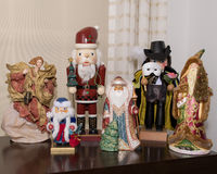 6 kleine standbeelden van Kerstmiscijfers Stock Afbeeldingen