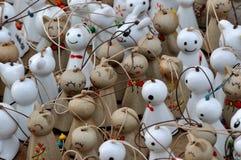 Kleine standbeeldpoppen als stuk speelgoed en decoratie Stock Foto's