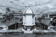 Kleine Statue an der Mitte des Fatahillah-Museums-Komplexes, alter Stadt-Tourismus-Bereich/Kawasan Wisata Kota Tua, einfarbiges B lizenzfreie stockfotografie