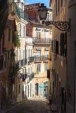 Kleine Steeg in Lissabon Stock Afbeeldingen