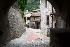 "Kleine steeg in Umbrië †""Italië Stock Foto"